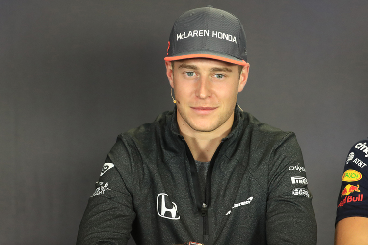 Vandoorne to continue with McLaren in 2018