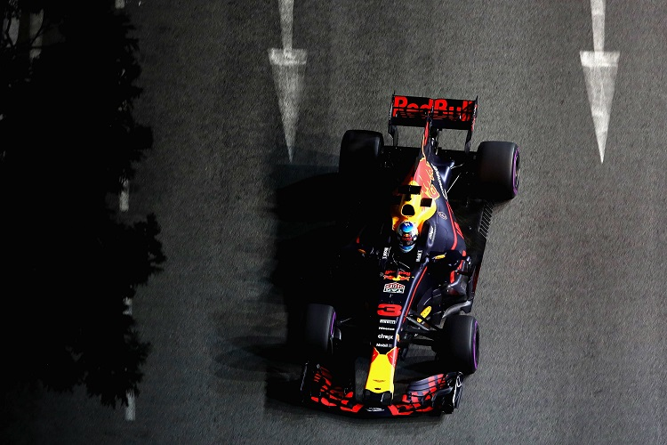 Sebastian Vettel storms to brilliant Singapore pole""