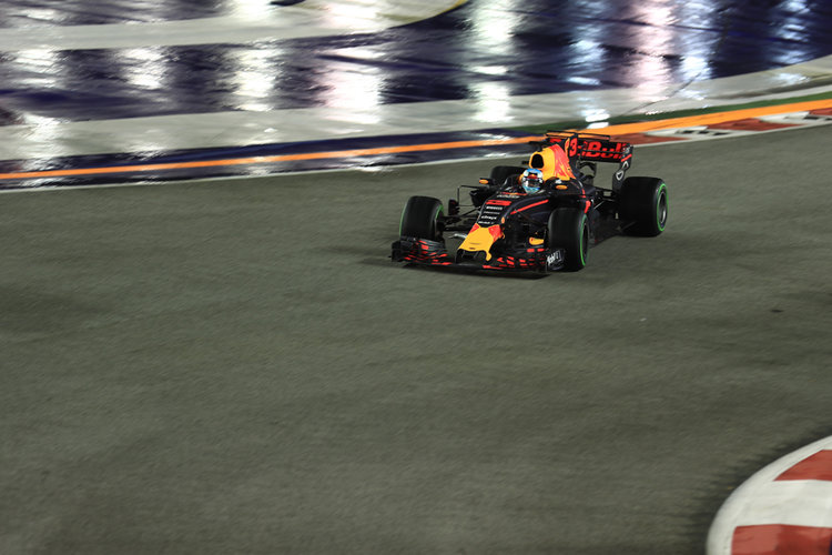 F1 Loses Out to Motorcycle Grand Prix in Malaysia