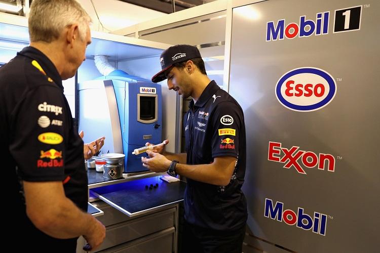 Ricciardo experiences life as a Mobil 1 engineer in Abu Dhabi