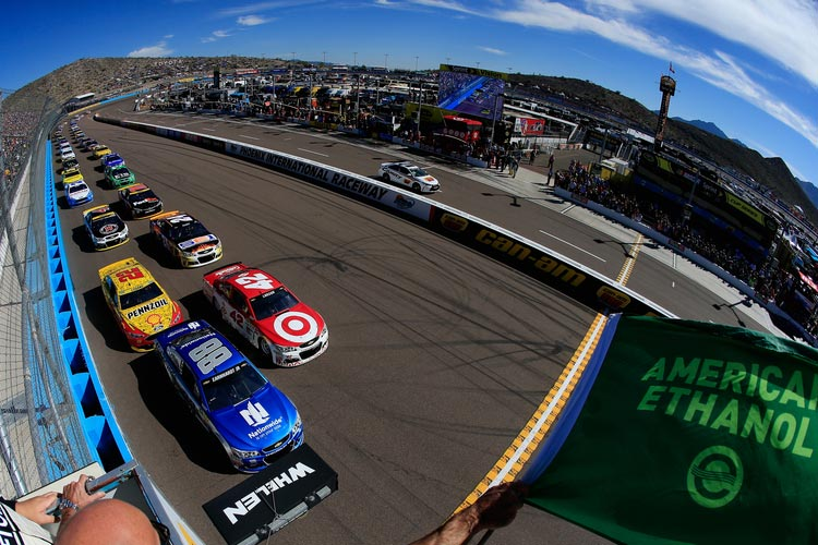 Kyle Larson wins Stage 1 of Can-Am 500 at Phoenix Raceway