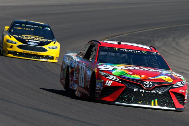Kenseth passes Elliott late for Phoenix win, Keselowski advances to title race