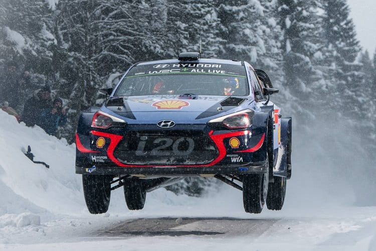 Neuville holds slim lead over Breen after Saturday morning
