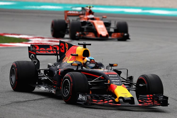 Renault will supply both Red Bull and McLaren in 2018