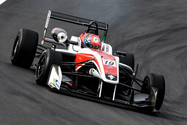 Petru Florescu will continue with Fortec Motorsport in 2018