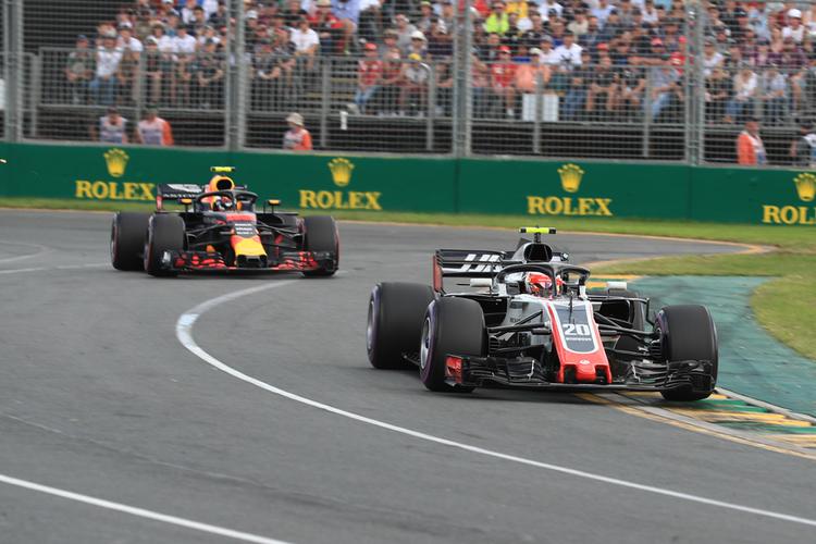 Magnussen and Verstappen during 2018 Australian GP