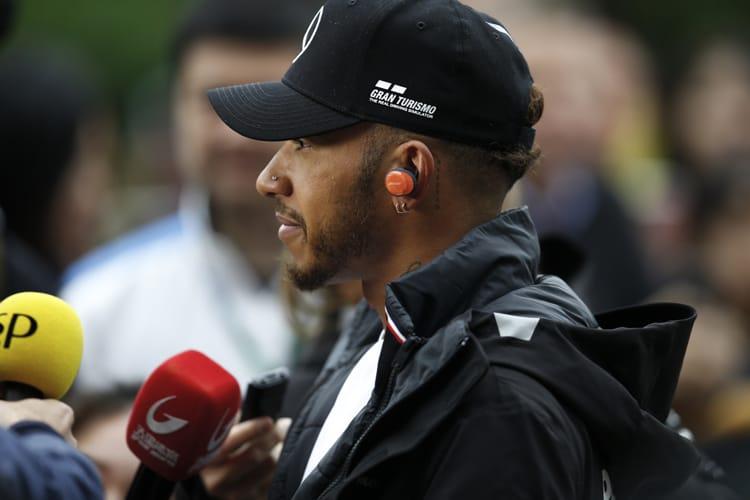 Lewis Hamilton chats to press