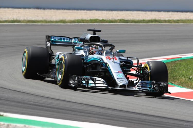 Lewis Hamilton on his way to pole-position, Spain 2018