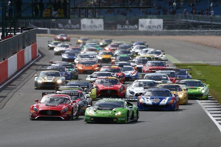 #63 GRT GRASSER RACING TEAM (AUT) LAMBORGHINI HURACAN GT3 MIRKO BORTOLOTTI (ITA) CHRISTIAN ENGELHART (DEU) ANDREA CALDARELLI (ITA) PRO CUP START OF THE RACE