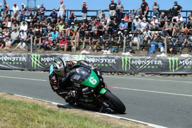 Michael Dunlop wins Lightweight TT Race