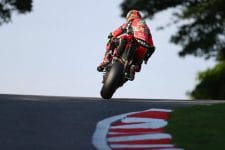 Irwin Fights through the pain at Cadwell Park