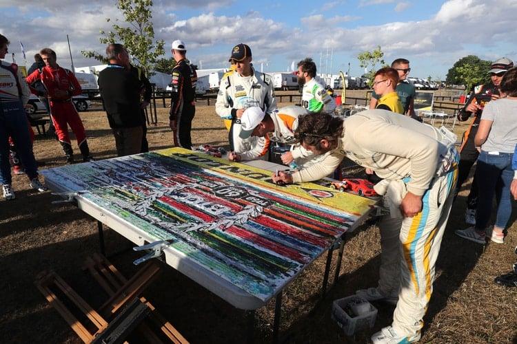 Drivers signing artwork BTCC