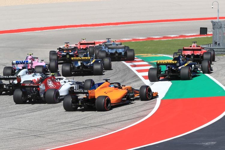 Carlos Sainz Jr. (Renault) runs wide - Formula 1 - 2018 United States GP