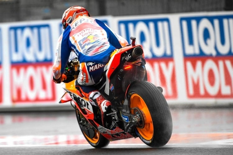 Marquez leads after rain-soaked Friday in Valencia - The Checkered Flag 35bc4c34686