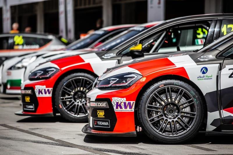 SLR-pitlane-Hungaroring2019-WTCR