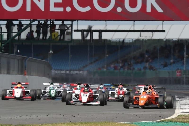 BRDC British F3 R3 Start