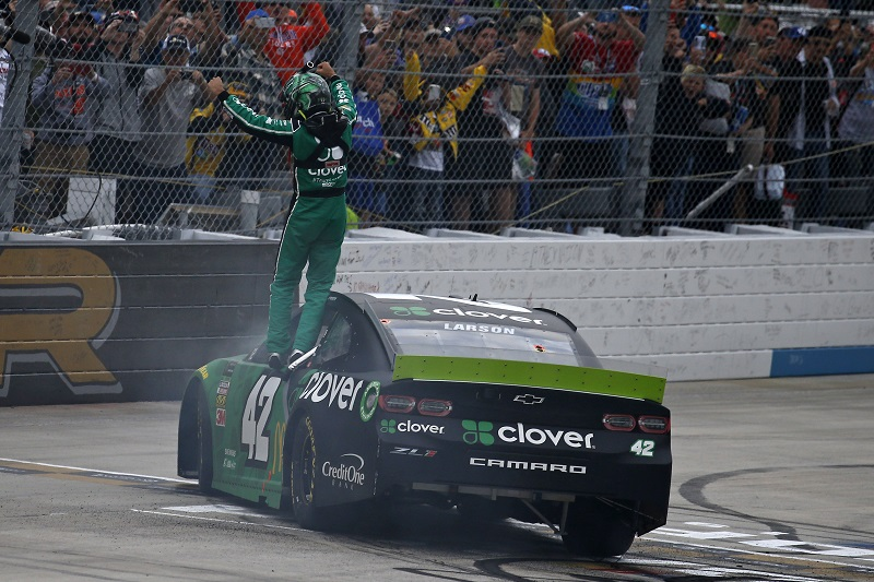 Kyle Larson scores first Cup win in two years, takes Drydene 400 victory - The Checkered Flag