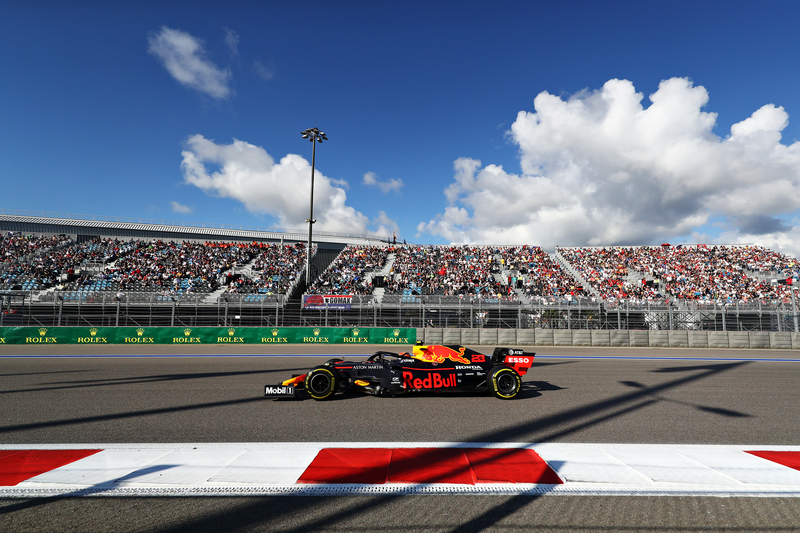 Alexander Albon - Aston Martin Red Bull Racing in the 2019 Formula 1 Russian Grand Prix - Sochi Autodrom - Race