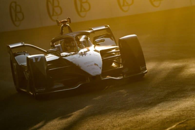 Mercedes-Benz EQ head to Santiago
