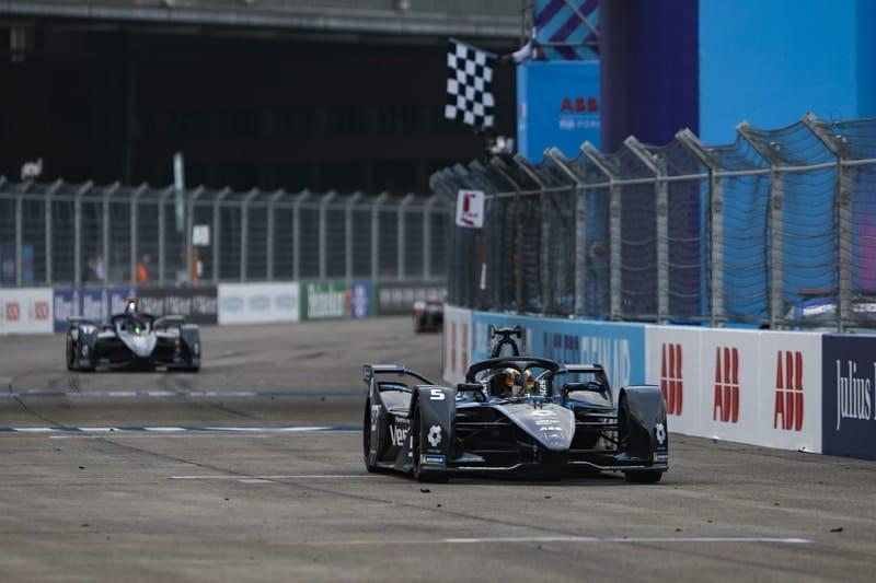 Vandoorne wins final race of Formula E season