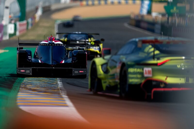 Cars exiting Ford Chicane, Le Mans 2020