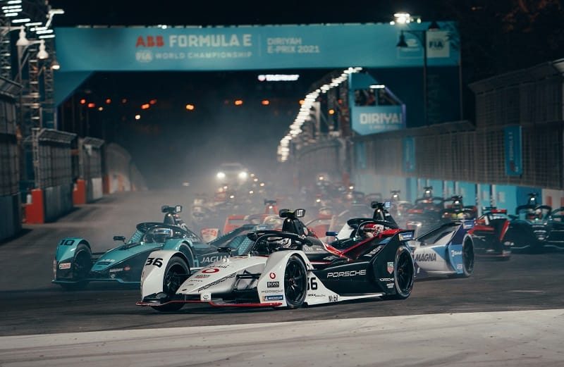 Andre Lotterer leading the field at 2021 Ad Diriyah E-Prix