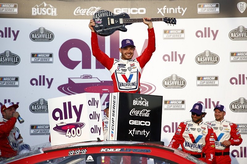 Kyle Larson dominates Ally 400, 4th win in as many weeks - The Checkered Flag